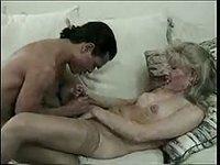 Le latino veut baiser après la séance photo