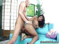 Ladyboy se fait emmancher par un gros chibre
