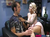 Pizza Delivery Guy Gets Fucked By TS Foxxy ShemaleDream.Tube